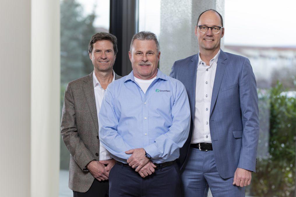 Mitbegründer von Invotec, Inc. Daryl Greywitt und John Hanna mit Invotec GmbH CEO Armin Doser